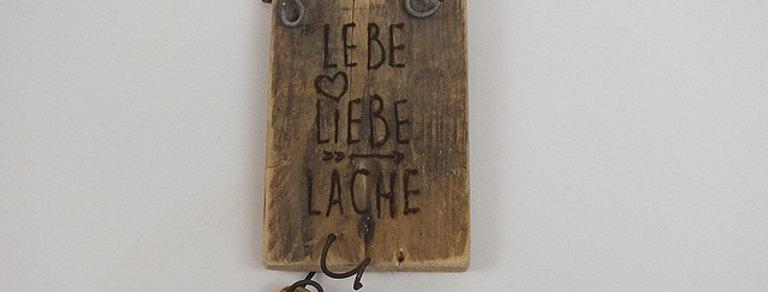 """Schild """"Lebe-Liebe-Lache"""""""