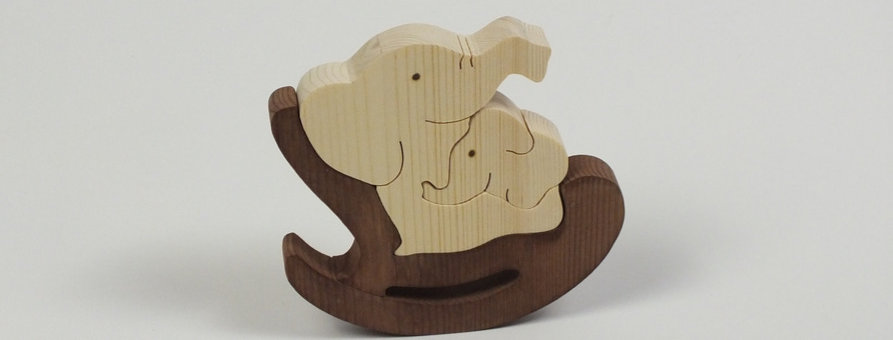 Elefant mit Schaukelstuhl, Fichte