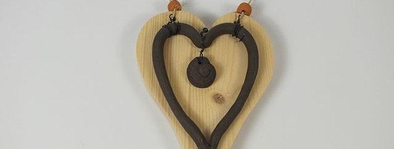 Herz, Fichte und Keramik