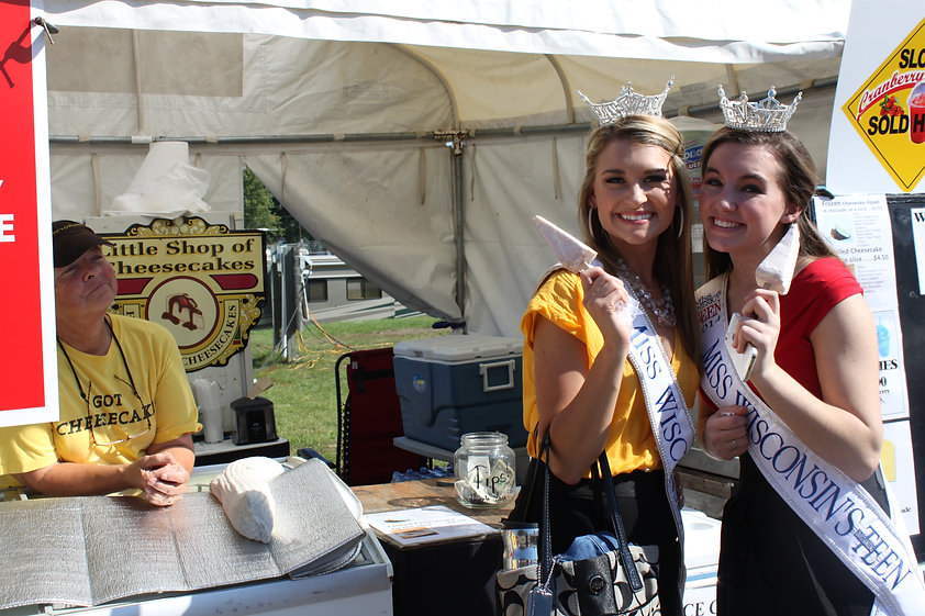Special Guest - Miss WI & Miss WIOT7.JPG