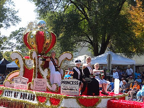 39- 2014 Parade - Miss Durand Royalty.JP