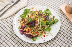 Mix salátů s quinoou