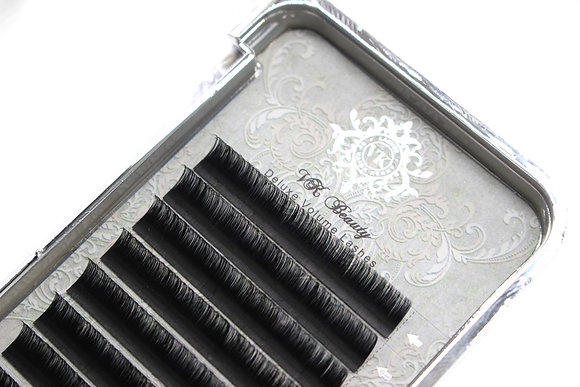 DELUXE VOLUME LASHES