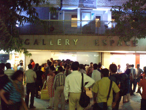 CROWD AT GALLERY ESPACE DELHI KHOJ LIVE