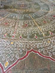 Kolum patterns on floor