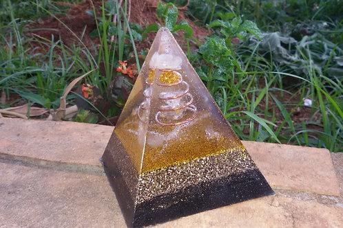 Orgonite Pirâmide Dourada