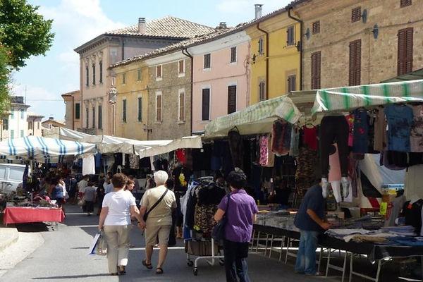Markt in Cupramontana.jpg