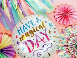 Joyeux anniversaire ! Tu veux un bouquet de ballons colorés?