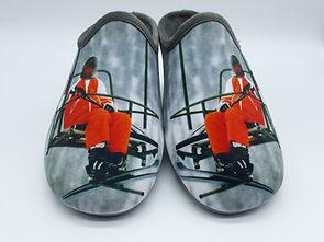 """"""" Les Bronzés """" chaussons. Les Bronzés font du ski. Chaussons, pantoufles. Film culte."""
