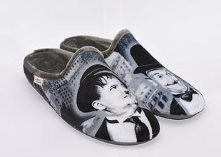 Laurel et Hardy sur chaussons et pantoufles.