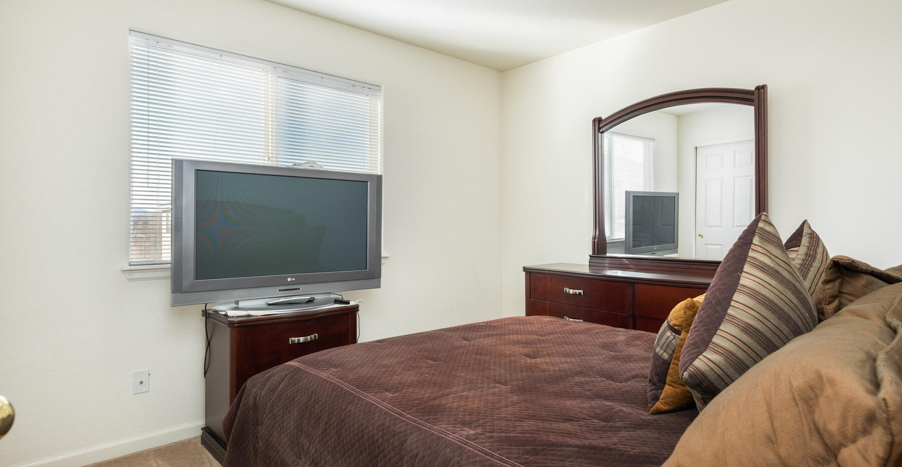 2112 W 101st Circle-037-043-Bedroom-MLS_