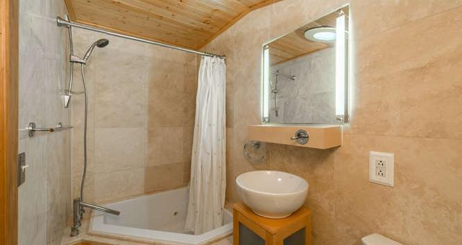 3150 S Clarkson Street-small-018-28-Bath