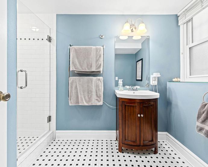 1575 N Ogden St-024-027-Bathroom-MLS_Size.jpg