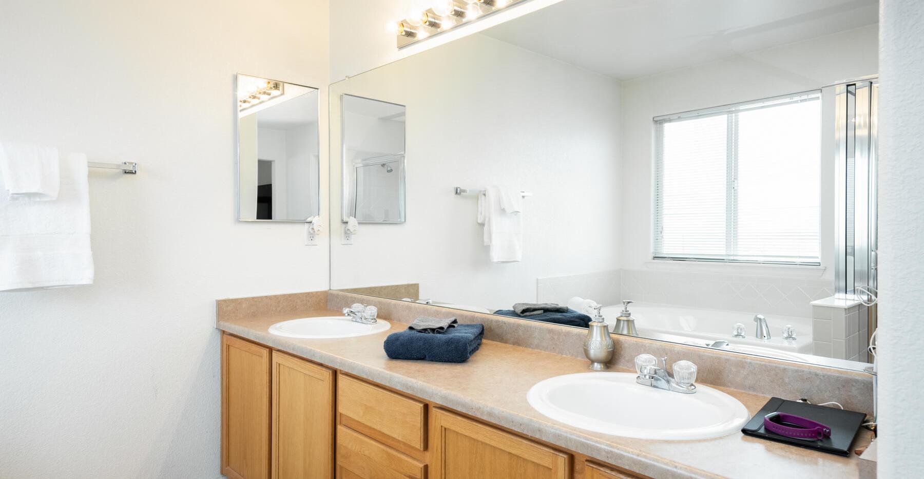 2112 W 101st Circle-031-035-Bathroom-MLS