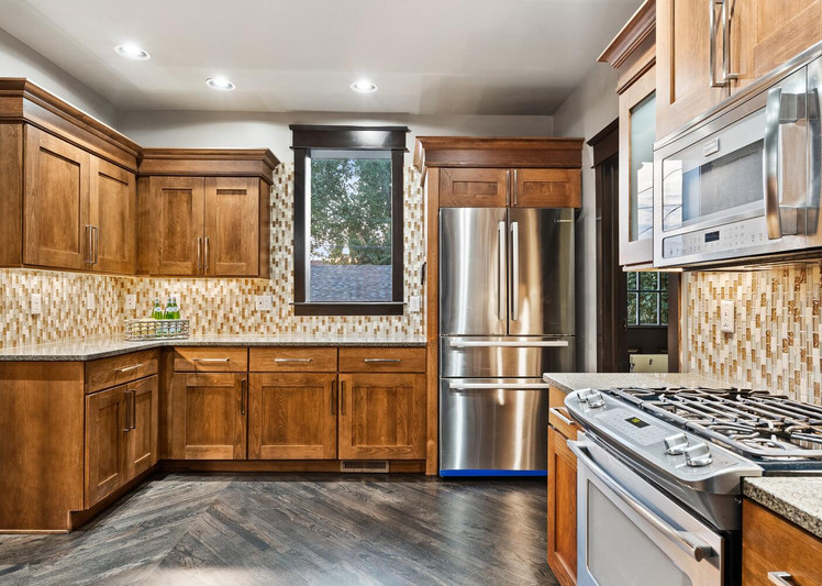 2615 Curtis Street-large-013-020-Kitchen-1500x1000-72dpi.jpg