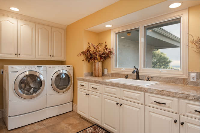 601 Cliffgate Lane-small-028-30-Laundry Room-666x445-72dpi