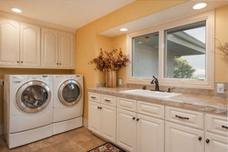 601 Cliffgate Lane-small-028-30-Laundry Room-666x445-72dpi