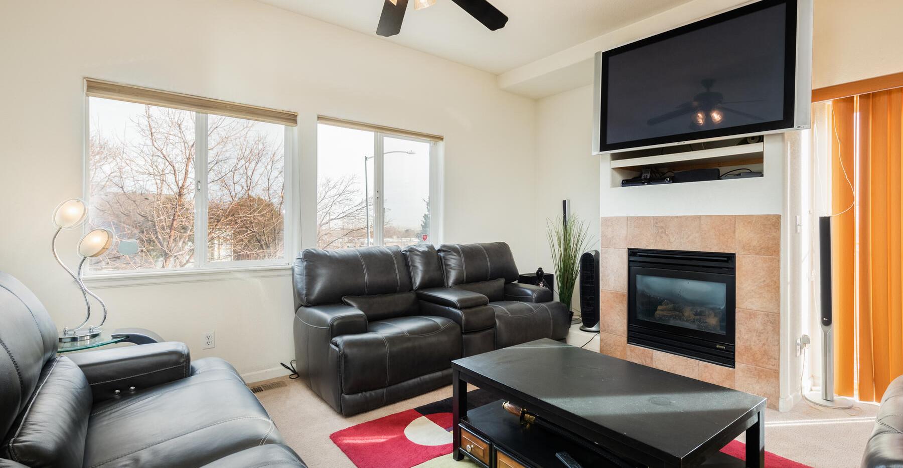 2112 W 101st Circle-020-021-Living Room-