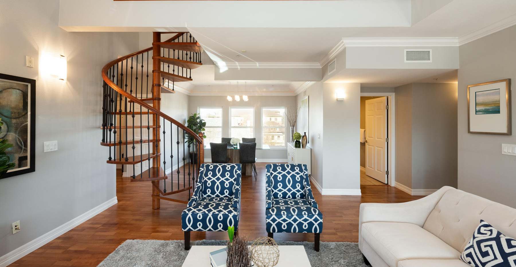920 E 17th Avenue-029-042-Living Room-ML