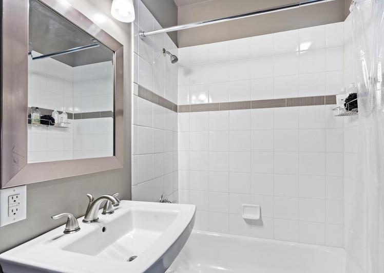 2615 Curtis Street-large-015-022-Bathroom-1500x1000-72dpi.jpg