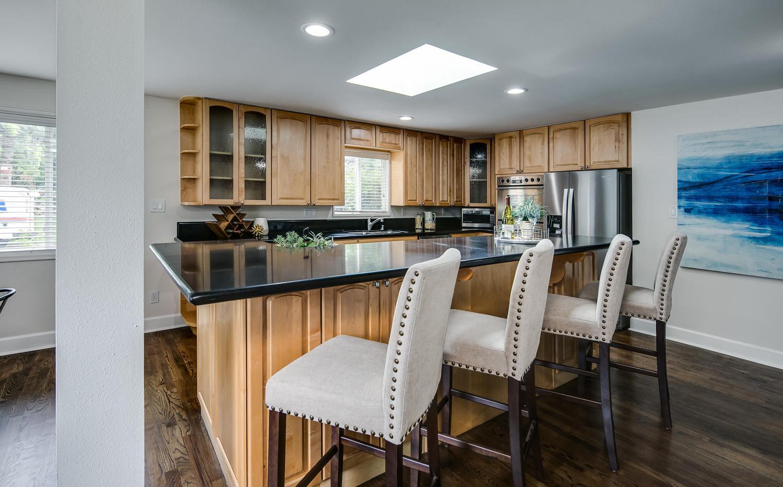 757 Niagara Street-large-007-016-Kitchen