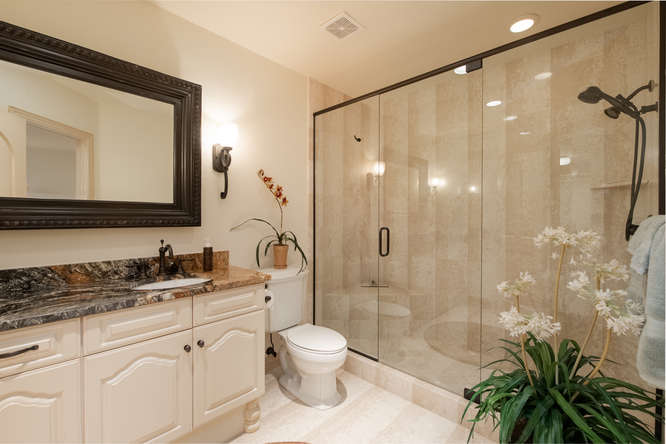 601 Cliffgate Lane-small-034-19-Full Bath-666x445-72dpi