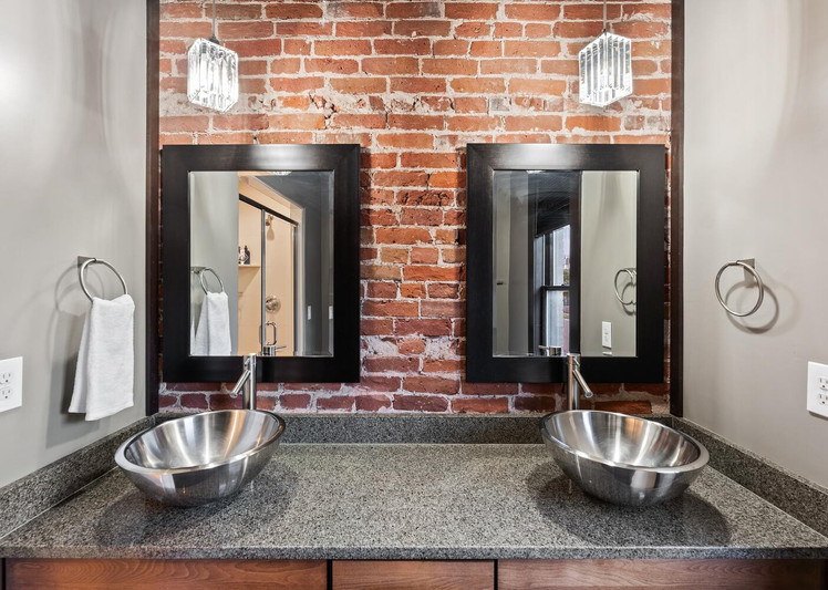 2615 Curtis Street-large-023-003-Bathroom-1500x1000-72dpi.jpg