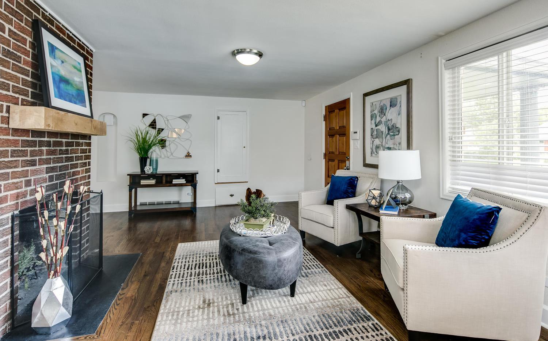 757 Niagara Street-large-004-002-Living