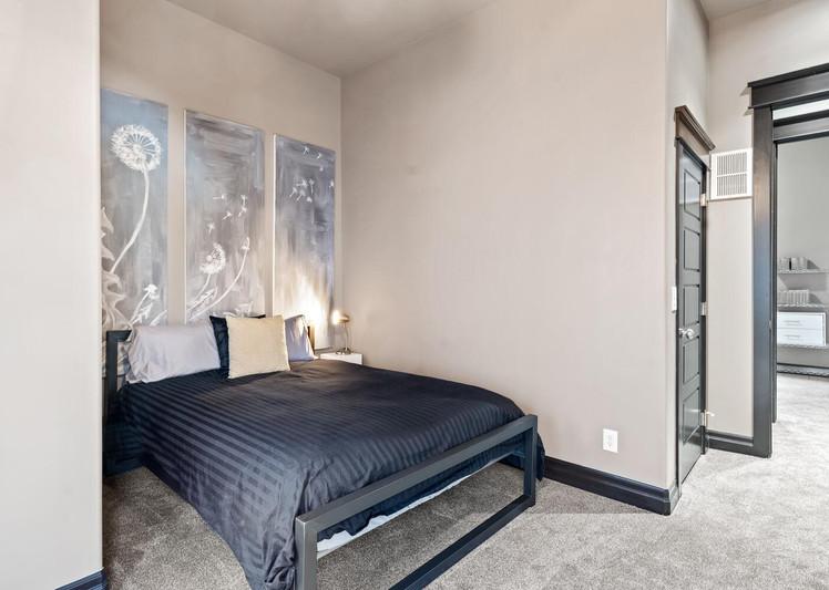 2615 Curtis Street-large-027-009-Bedroom-1500x1000-72dpi.jpg