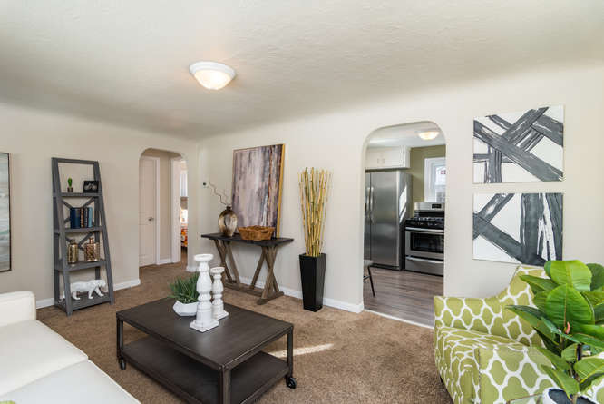 3210 S Emerson Street-small-009-6-Living