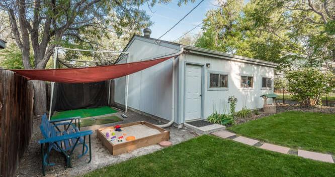 3150 S Clarkson Street-small-037-1-Garag
