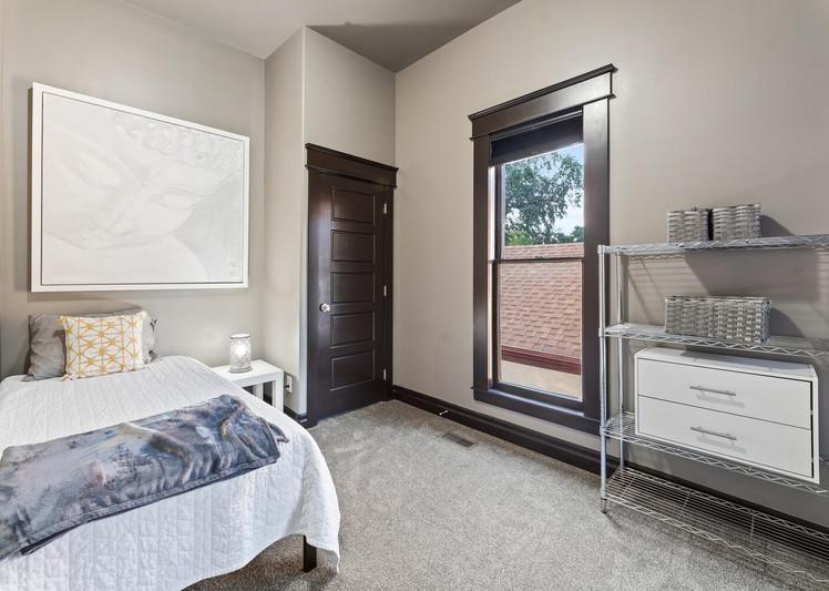 2615 Curtis Street-large-024-006-Bedroom-1500x1000-72dpi.jpg