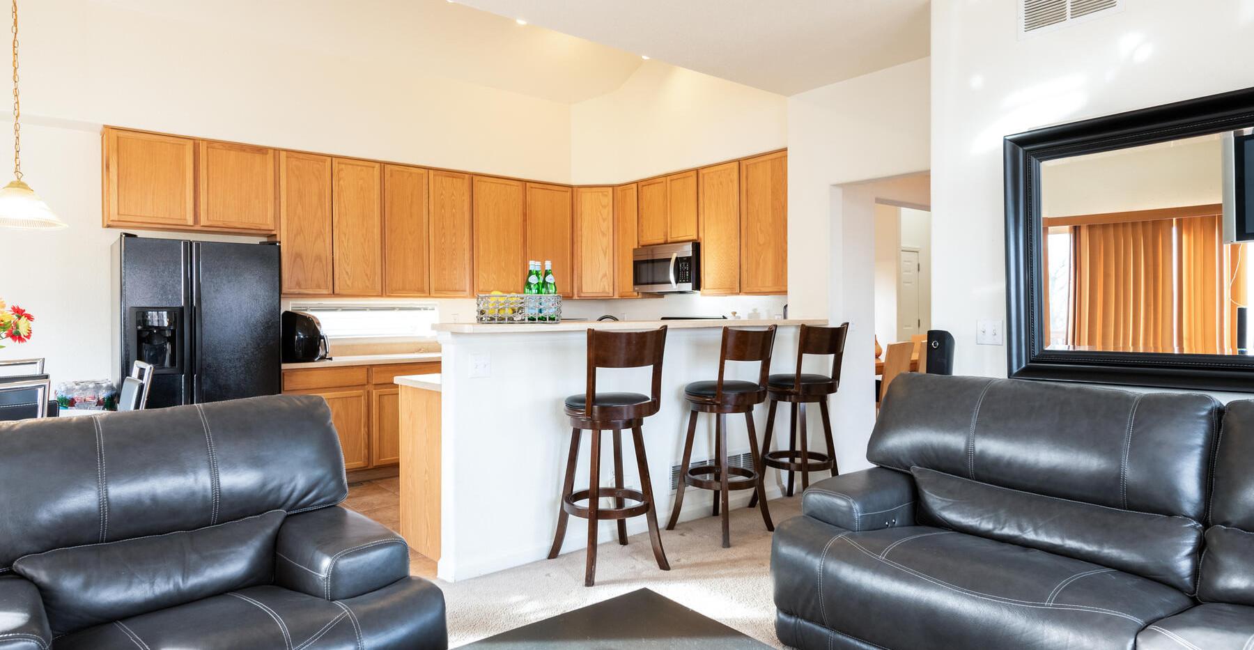 2112 W 101st Circle-022-030-Living Room-