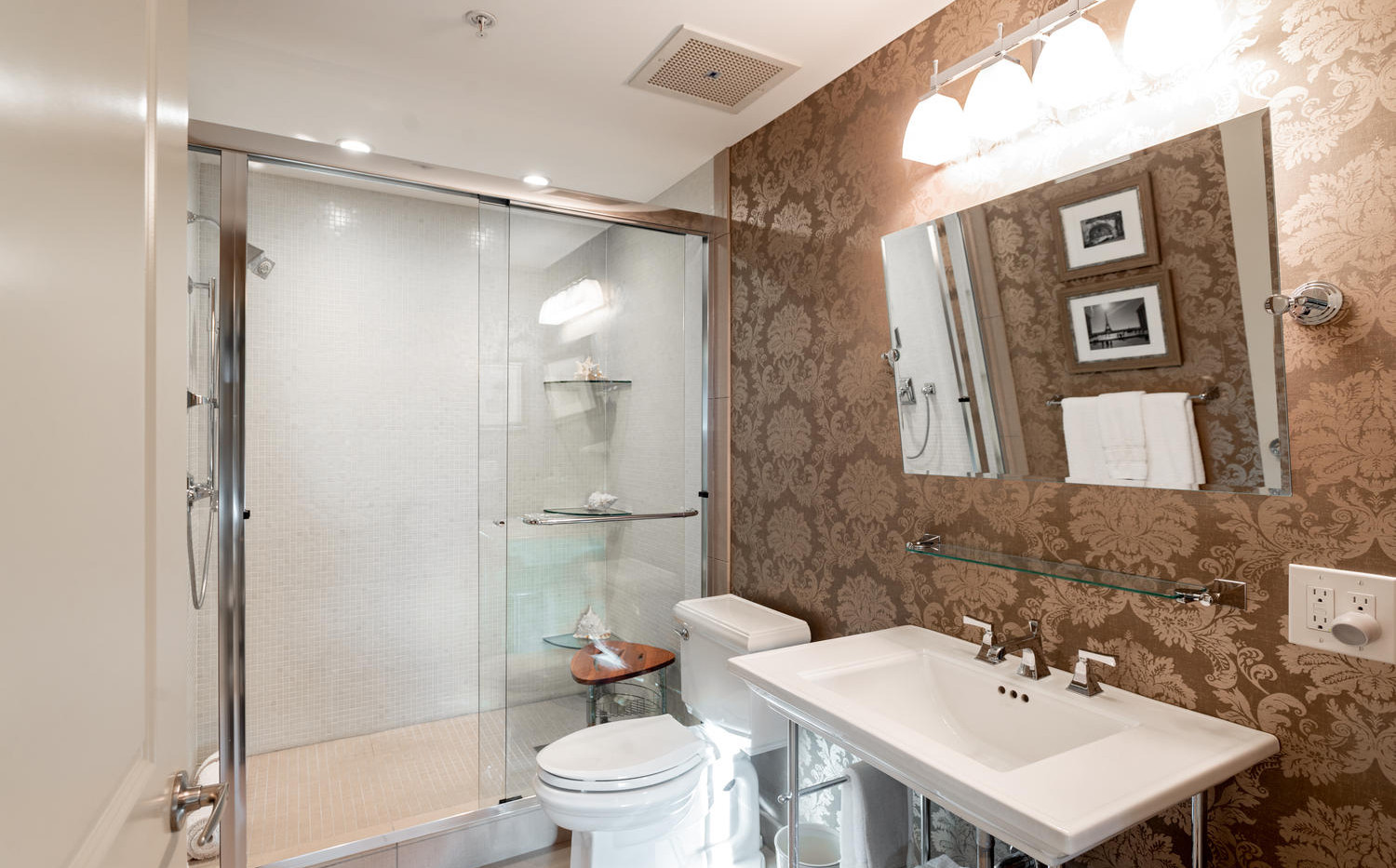 925 Lincoln Street-large-027-039-Bathroo