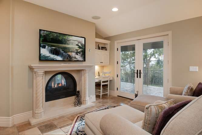 601 Cliffgate Lane-small-027-15-Sitting Room-666x445-72dpi