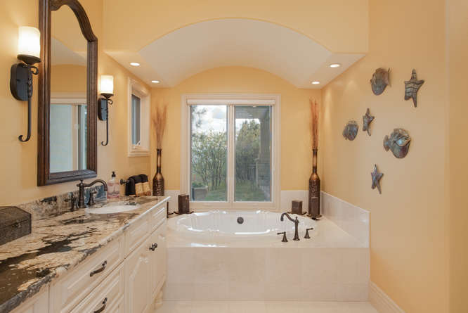 601 Cliffgate Lane-small-019-31-Master Bath-666x445-72dpi