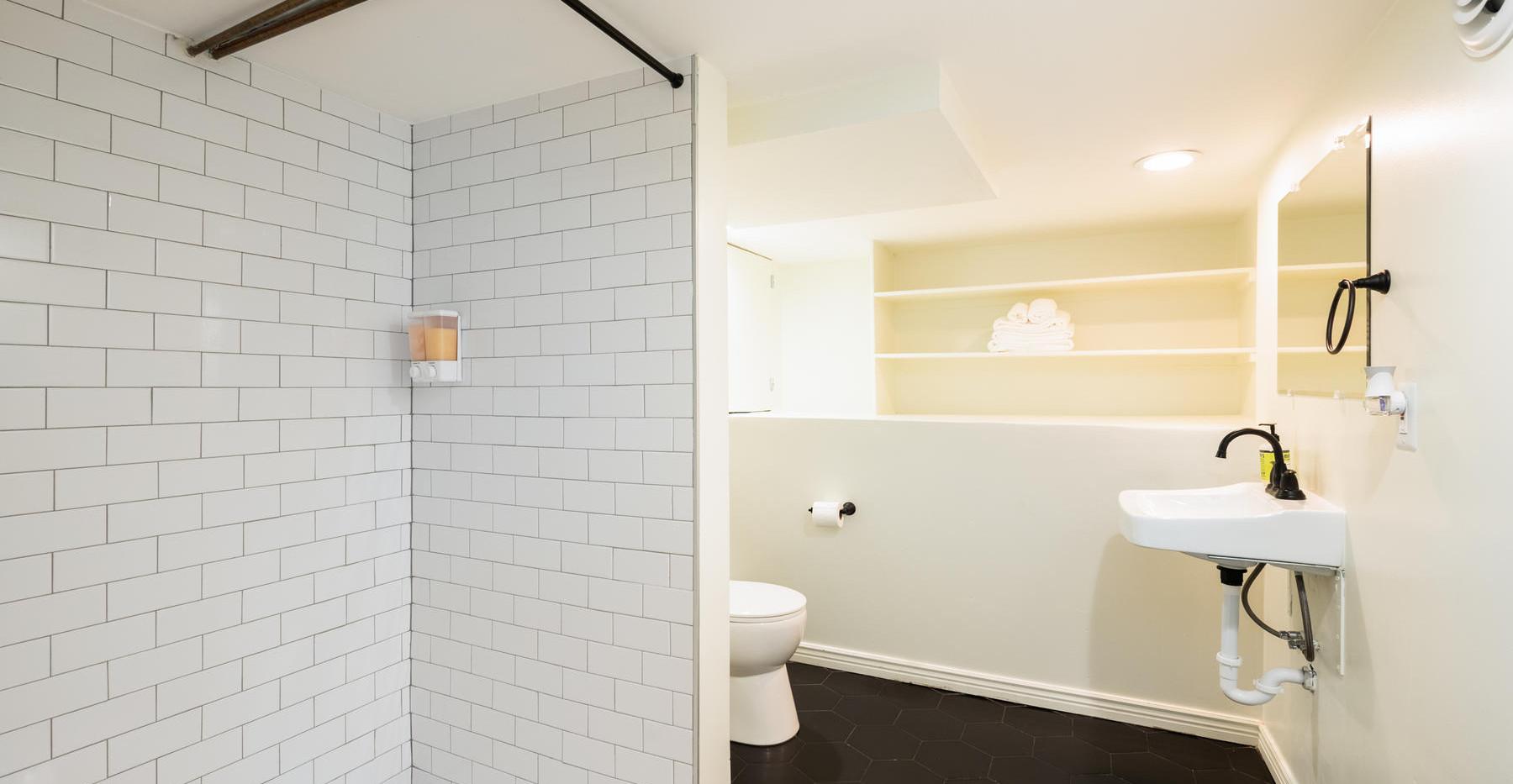 2639 York Street-043-050-Bathroom-MLS_Si