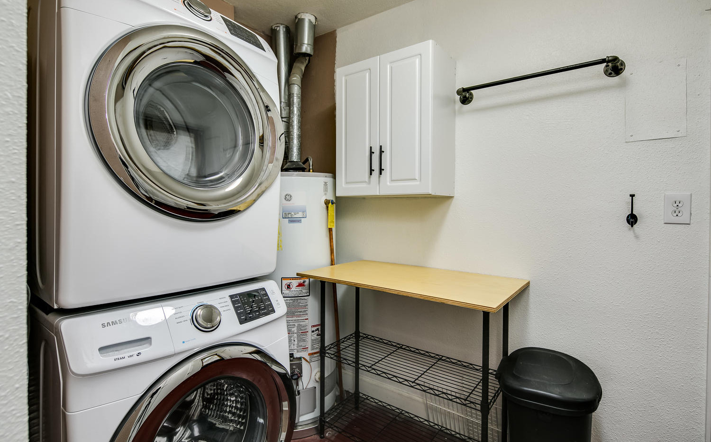757 Niagara Street-large-024-013-Laundry
