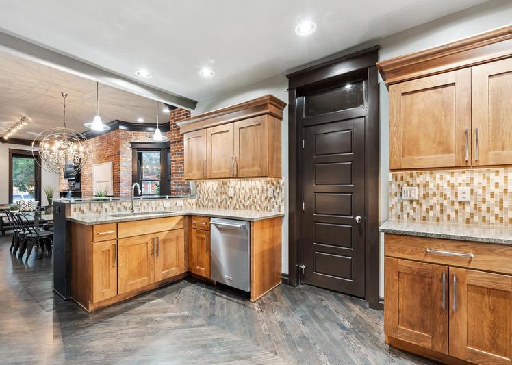 2615 Curtis Street-large-012-017-Kitchen-1500x1000-72dpi.jpg