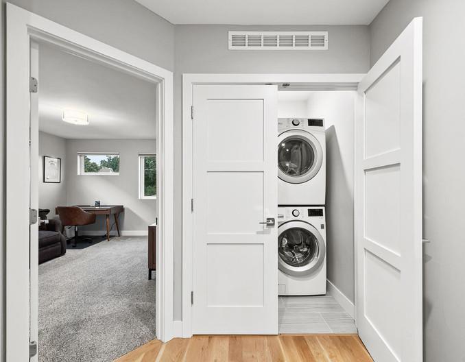 3547 Vallejo St-large-037-031-Laundry-1498x1000-72dpi.jpg