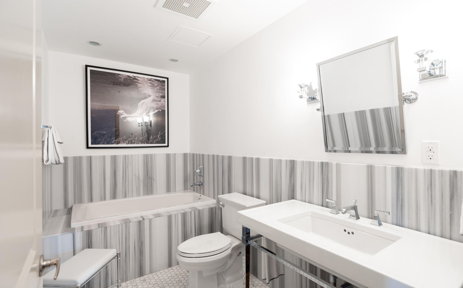 925 Lincoln Street-large-034-033-Bathroo