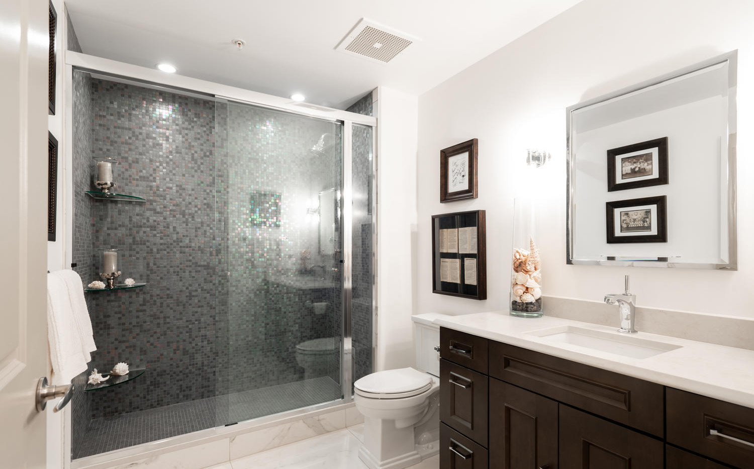 925 Lincoln Street-large-037-036-Bathroo