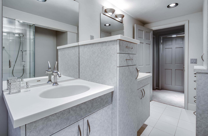 5700 E Prentice Place-045-040-Bathroom-M