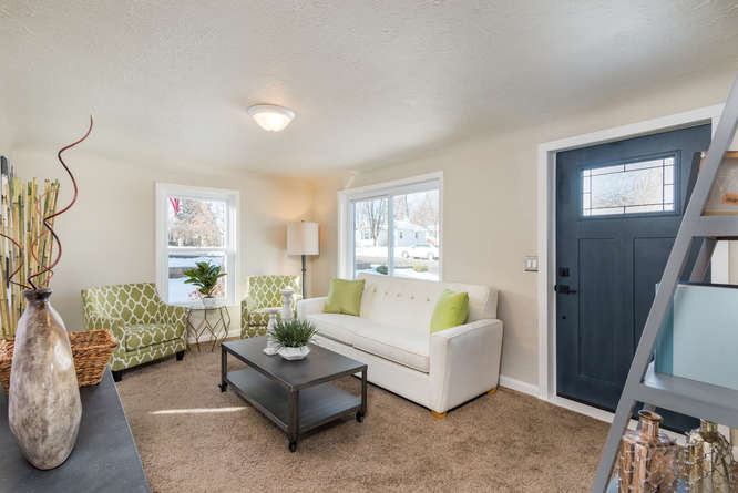 3210 S Emerson Street-small-006-1-Living