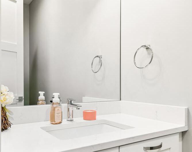 3547 Vallejo St-large-014-004-Bathroom-668x1000-72dpi.jpg