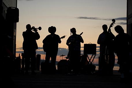 夏の音楽パフォーマンス
