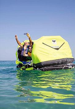 PLBは 海での遭難に大変に有用なアイテムです
