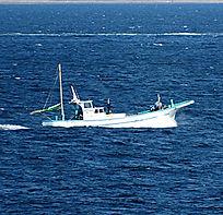 PLBは、日本では海での遭難時に使用が認められています