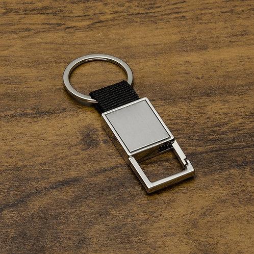 Chaveiro de metal Personalizado com mosquetão (sem trava) e alça de nylon. Parte frontal com chapa inox. Nexo Brinde