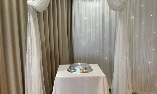Arch over Cake Table.jpg